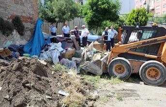 İlkadım'da çöp ev belediye tarafından temizlendi