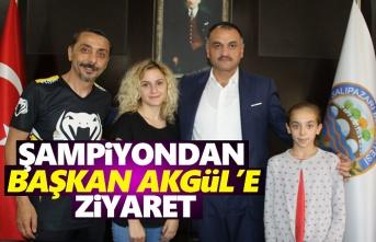 Şampiyondan Başkan Akgül'e Ziyaret
