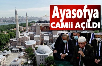 Ayasofya Camii Açıldı, Ayasofya'da saflar tutuldu