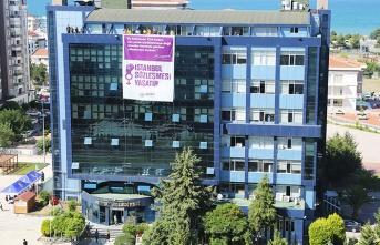 Atakum Belediyesi'nden İstanbul Sözleşmesi'ne pankartlı destek