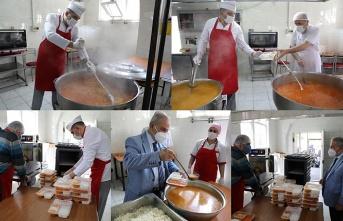 İlkadım Belediyesi Aşevi'nden her gün 3 çeşit sıcak yemek