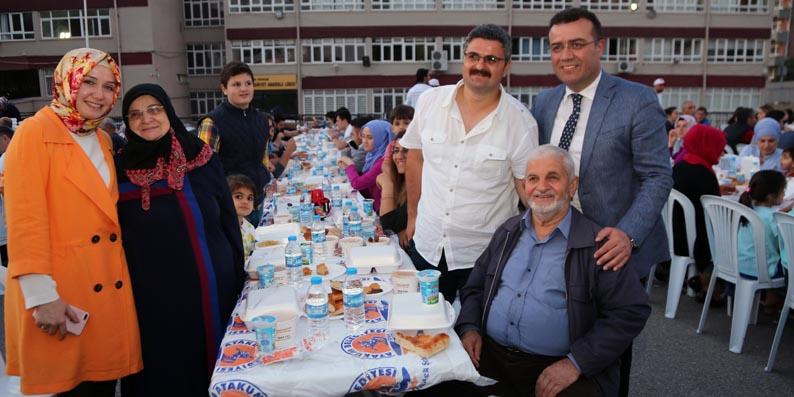 Atakum'da 5 mahalle aynı sofra da iftar yaptı