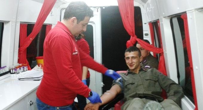Borçka İlçe Jandarma Komutanlığından kan bağışı