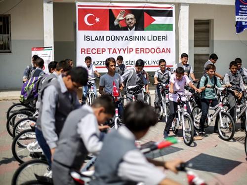 Cumhurbaşkanı Erdoğan'dan Gazzeli çocuklara bisiklet