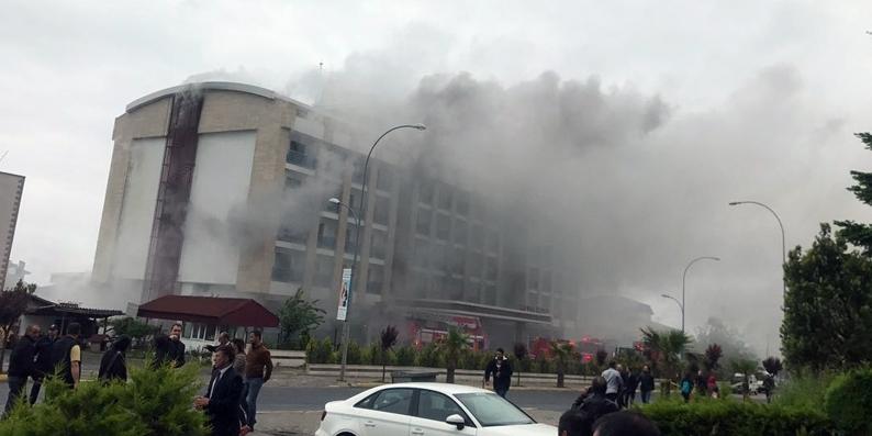Ünye'de 7 katlı otel de yangın çıktı