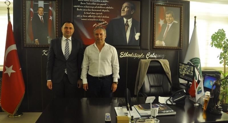 Vakıflar Bankası Müdürü Başkan Belur'u makamında ziyaret etti
