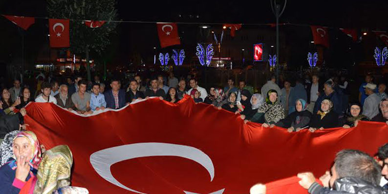 Yüzlerce Havzalı Demokrasi Nöbeti için Kevser Cami önünde sabahlıyor
