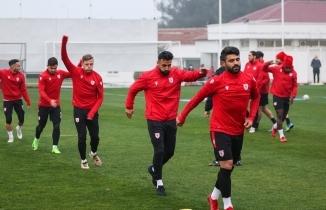 Yeni transferler Gökhan Karadeniz ve Brice Dja Djedje antrenmanda
