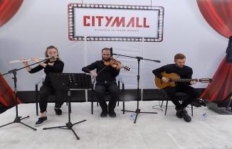 CityMall AVM'de müzik dinletisi dinleyenların kulaklarının pasını sildi!