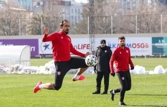 Samsunspor'da antrenman sonrası doğum günü sürprizi